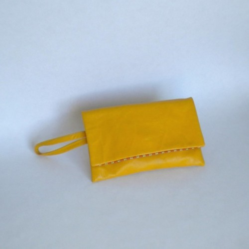 Pochette jaune en cuir