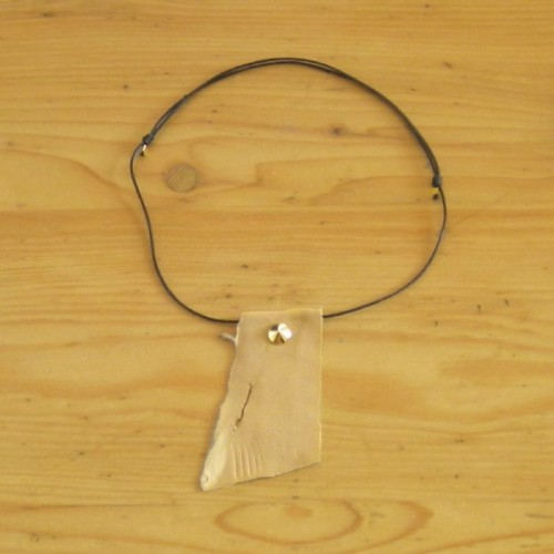 Leather necklace in beige