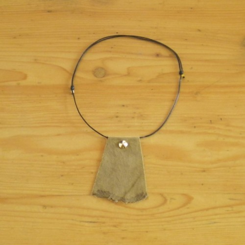 Suede khaki necklace
