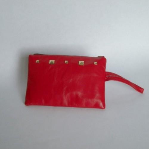 Pochette cloutée rouge en cuir
