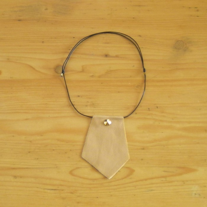 Beige necklace in leather