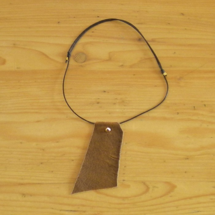 Leather necklace in brown