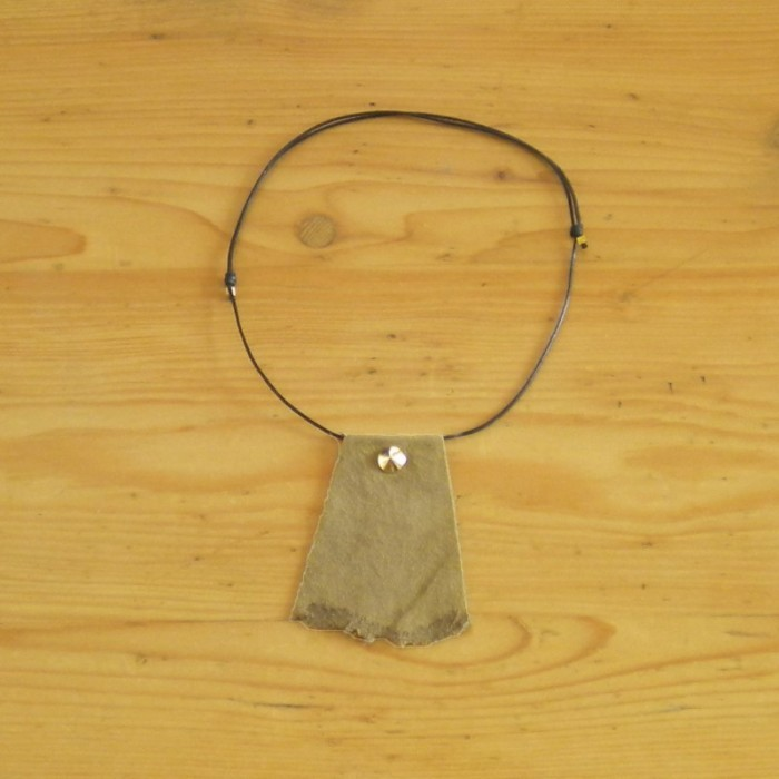 Suede khaki necklace