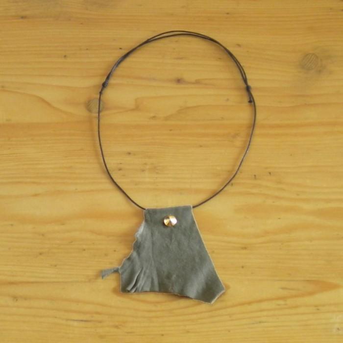 Dark khaki necklace in suede