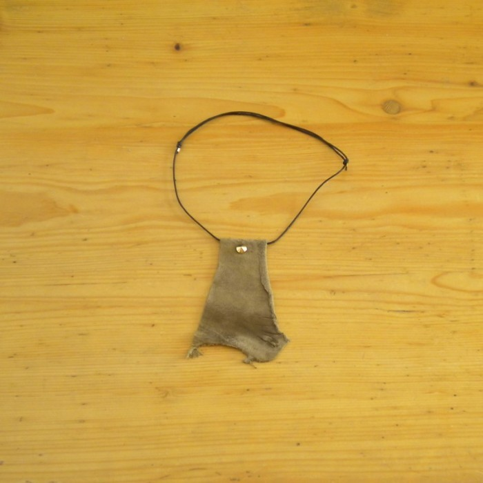 Necklace in khaki suede