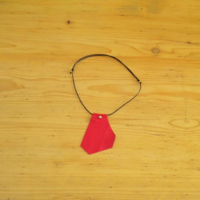 Collier en cuir rouge - création suisse